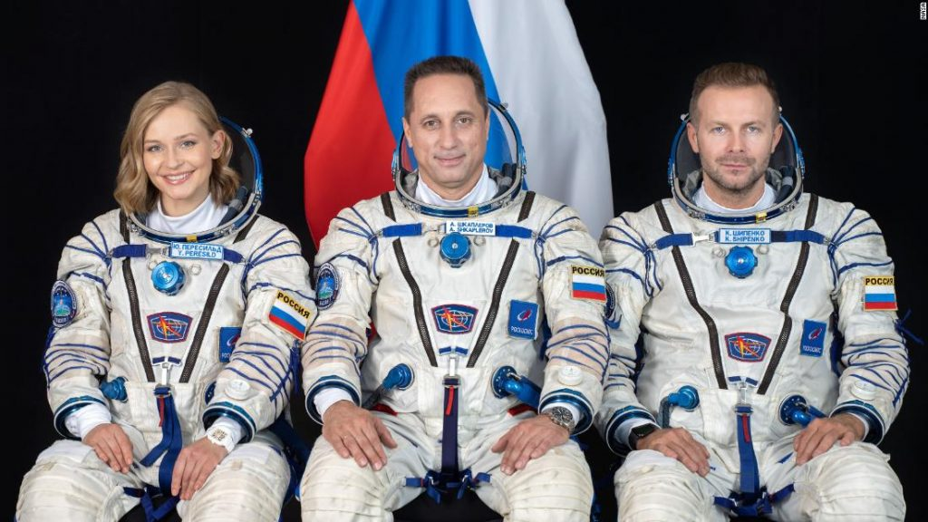Russian crew wraps pioneering movie in area, able to return to Earth